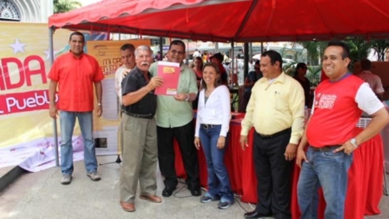 grafica-1-entrega-de-electrodomesticos-y-toma-infantil-en-la-plaza-bolivar
