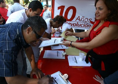 Jornada de recolección de firmas en apoyo a la enmienda constitucional en diversos puntos del Distrito Capital.