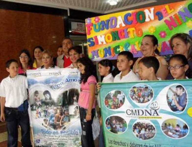 Niños y niñas valeranos instalaron carteleras para promover derechos