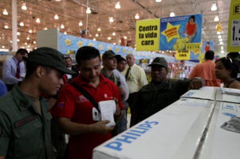 Operativo de inspección y fiscalización masiva por INDEPABIS, SENIAT y  EL  Ejercito de Venezuela en diversos establecimientos comerciales del país.